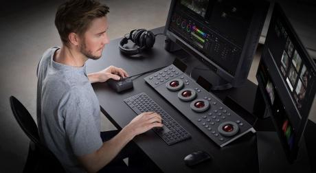 Kontroler foto-wideo TourBox Neo.